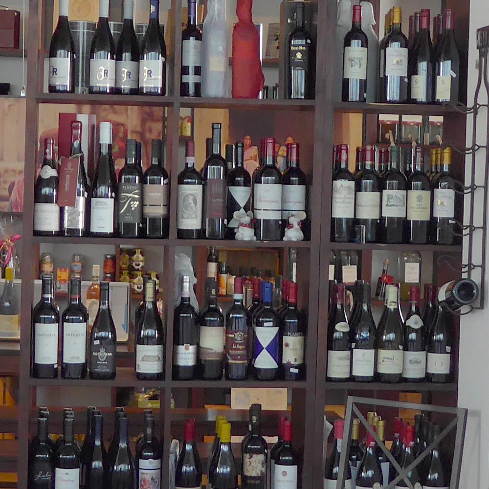 Es stehen größere Umbauarbeiten an. Daher brauchen wir Platz. Wir müssen uns von einigen liebgewordenen Wein-Schätzen trennen. Helfen Sie uns dabei und sparen Sie dabei richtig viel !!!